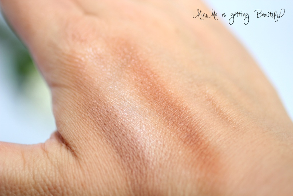 Contouring DuoStick Swatch