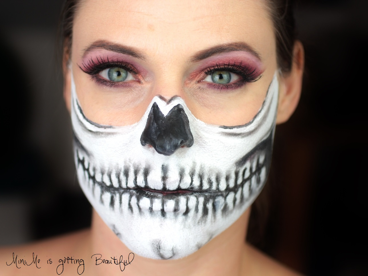 minime-is-nachgeschminkt-1st-look-half-skull